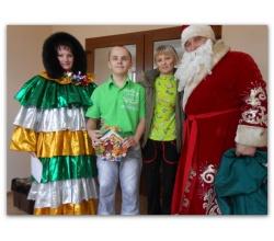 Привітання дітей та молоді з функціональними обмеженнями в місті Сватове з Новорічними святами та Різдвом Христовим