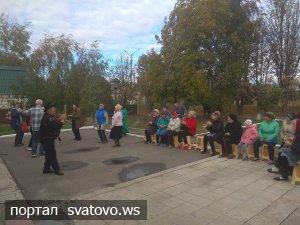 """На вулиці Веселій колектив етноцентру """"Слобожанської хати"""" влаштував концерт."""